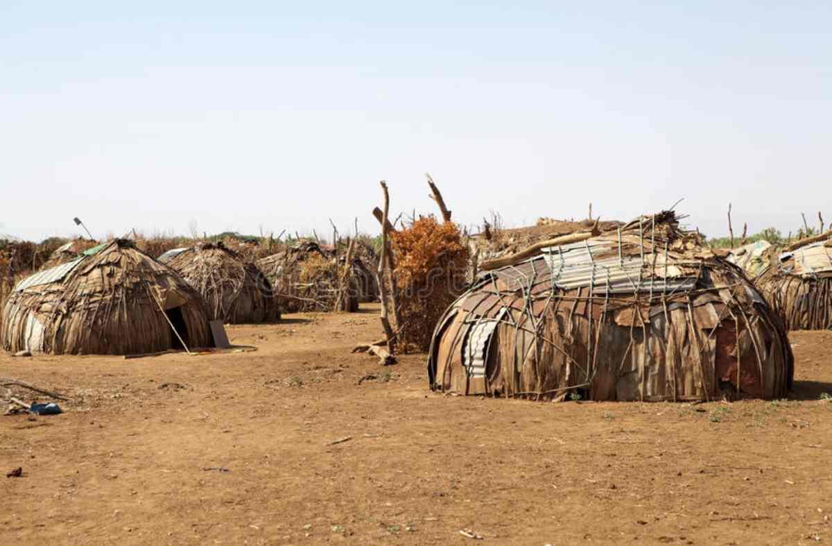 """Alcuni degli """"alloggi"""" in Africa."""